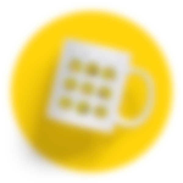 Weiße Tasse mit einem Retro-Motiv der Biene Maja
