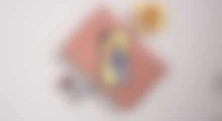 Yksilöidyt valokuvalahjat: Valokuvallinen suojakuori lahjapaperin päällä