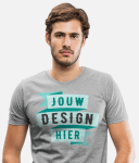 Man met bedrukt T-shirt