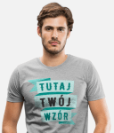 Mężczyzna w koszulce z nadrukiem
