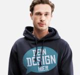Mann mit bedrucktem Pullover