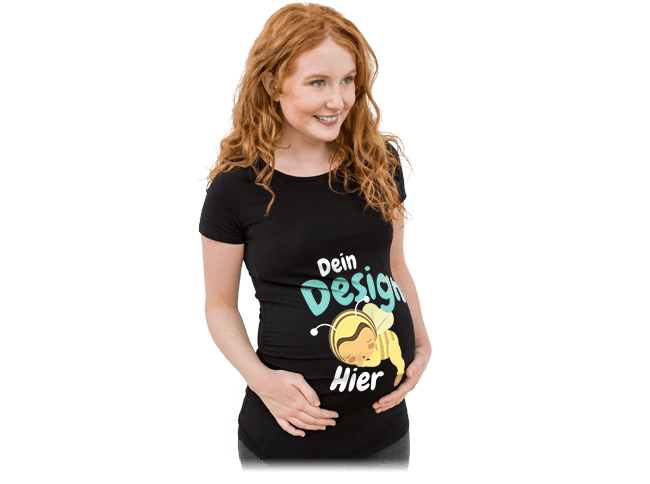 Schwangerschaft - Schwangere Frau trägt ein selbst gestaltetes und bedrucktes T-Shirt