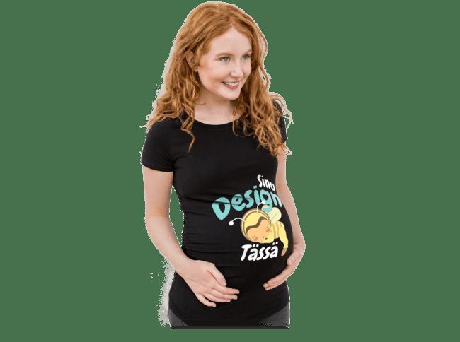 Äitiys – Odottavan äidin yllä on itse suunniteltu ja painatettu t-paita