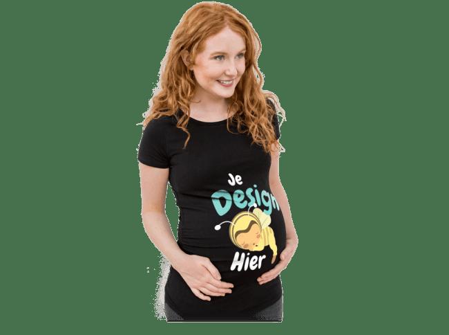 Zwangerschap - Zwangere vrouw draagt een zelf ontworpen en bedrukt T-shirt