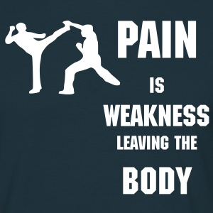 Pain is weakness leaving the body - Männer T-Shirt