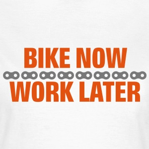 Bike now - work later T-Shirts - Frauen T-Shirt