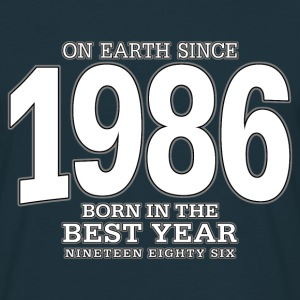 On Earth since 1986 (white) - Männer T-Shirt