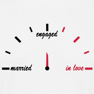 in_love_engaged_married T-Shirts - Männer T-Shirt