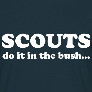 Scouts do it in the bush... T-Shirts - Maglietta da uomo