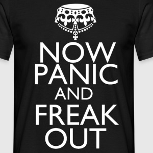 Now panic and freak out - Men's T-Shirt