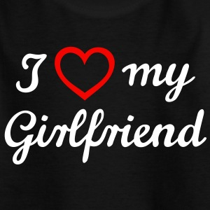 I love my girlfriend. Amo a mi novia.  Camisetas - Camiseta adolescente