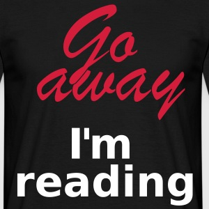 Go away I´m reading 2c T-shirts - Mannen T-shirt