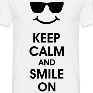 Keep Calm and Smile. Lachend helpt. Smiley Smilie T-shirts - Mannen T-shirt