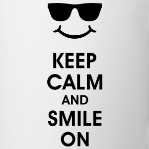 Keep Calm and Smile. Sorridere aiuta. Smiley Smily Bottiglie e tazze - Tazza
