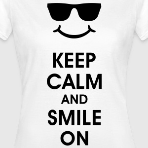 Keep Calm and Smile. Leende hjälper. smiley Smily T-shirts - T-shirt dam