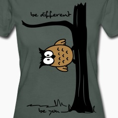 "Eule auf Baum ""be different, be you"" T-Shirts"