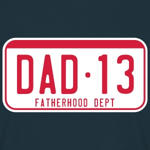 DAD 2013 license plate fatherhood dept. 2C T-Shirt - Mannen T-shirt