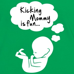 kicking mommy is fun... T-shirts - Vrouwen contrastshirt
