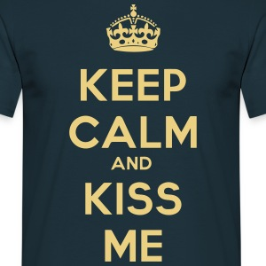 keep_calm_and_kiss_me T-skjorter - T-skjorte for menn