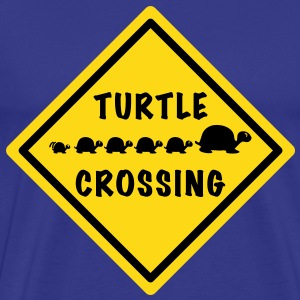 Turtle Crossing - Männer Premium T-Shirt