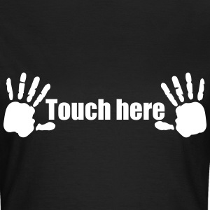 Handabdruck Brüste Touch here 1c T-Shirts - Frauen T-Shirt