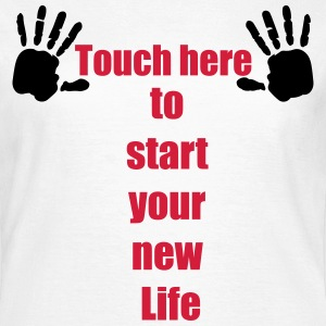 Handabdruck Touch here to start your new life 2c T-Shirts - Frauen T-Shirt