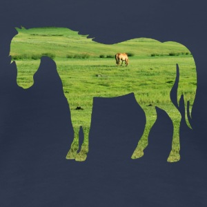 Horse on the pasture - Wide green meadows T-Shirts - Women's Premium T-Shirt
