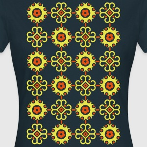 Retro floral pattern  T-Shirts - Women's T-Shirt
