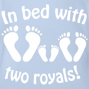 In bed with two royals, Royal Baby, Royal Body T-Shirts - Baby Bio-Kurzarm-Body