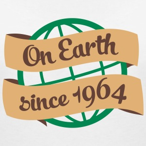 on earth 1964 3c T-Shirts - Frauen T-Shirt mit V-Ausschnitt