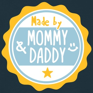 Made by Mommy and Daddy T-shirts - Mannen T-shirt