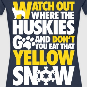Watch the huskies & don't eat the yellow snow T-Shirts - Frauen Premium T-Shirt
