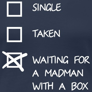 Waiting for a mad man with a box T-shirts - Vrouwen Premium T-shirt
