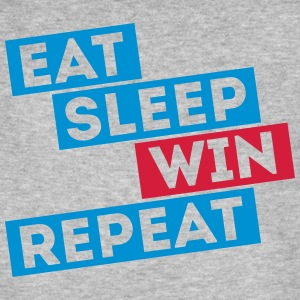 eat sleep win repeat winter sport voetbal spelen T-shirts - Mannen Bio-T-shirt