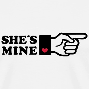 Girlifriends love gift Finger She is mine heart T-shirts - Mannen Premium T-shirt
