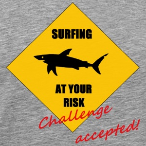 Surfing at your risk! Challenge accepted! T-Shirts - Männer Premium T-Shirt