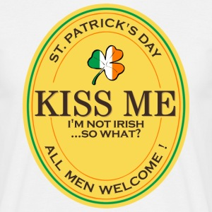 Kiss me I'm not Irish - all men welcome! T-Shirts - Männer T-Shirt