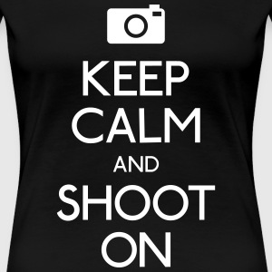 Keep Calm an Shoot on kalmte een shoot bewaren op T-shirts - Vrouwen Premium T-shirt