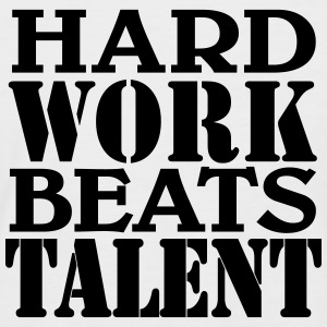 Hard work beats Talent T-Shirts - Männer Baseball-T-Shirt