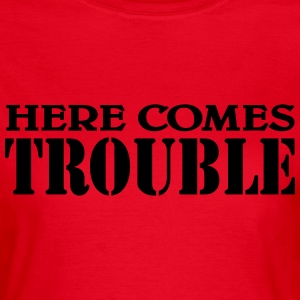 Here comes Trouble T-shirts - Vrouwen T-shirt