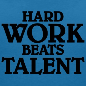Hard work beats talent T-shirts - Vrouwen T-shirt met V-hals