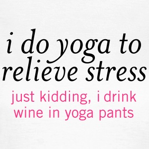 I Do Yoga To Relieve Stress.... T-shirts - Dame-T-shirt