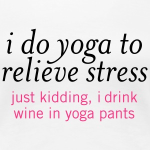 I Do Yoga To Relieve Stress.... T-shirts - Vrouwen Premium T-shirt