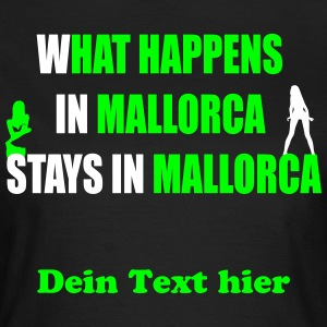 What Happens in Mallorca T-shirts - Vrouwen T-shirt