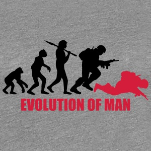 Evolution of Man Krieg Tot War Krieger Dumm T-Shirts - Frauen Premium T-Shirt