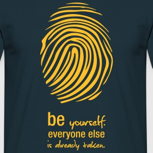 Be yourself T-Shirt - Männer T-Shirt