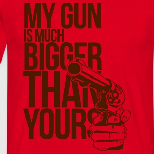 My gun is much bigger than yours 2 T-Shirts - Männer T-Shirt