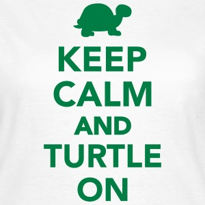 Keep calm and turtle on T-Shirts - Frauen T-Shirt