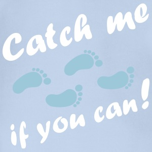 catch me if you can, baby feet Shirts - Organic Short-sleeved Baby Bodysuit