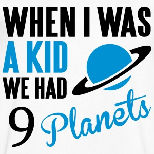 When I was a kid, we had 9 Planets T-shirts - T-shirt med v-ringning herr